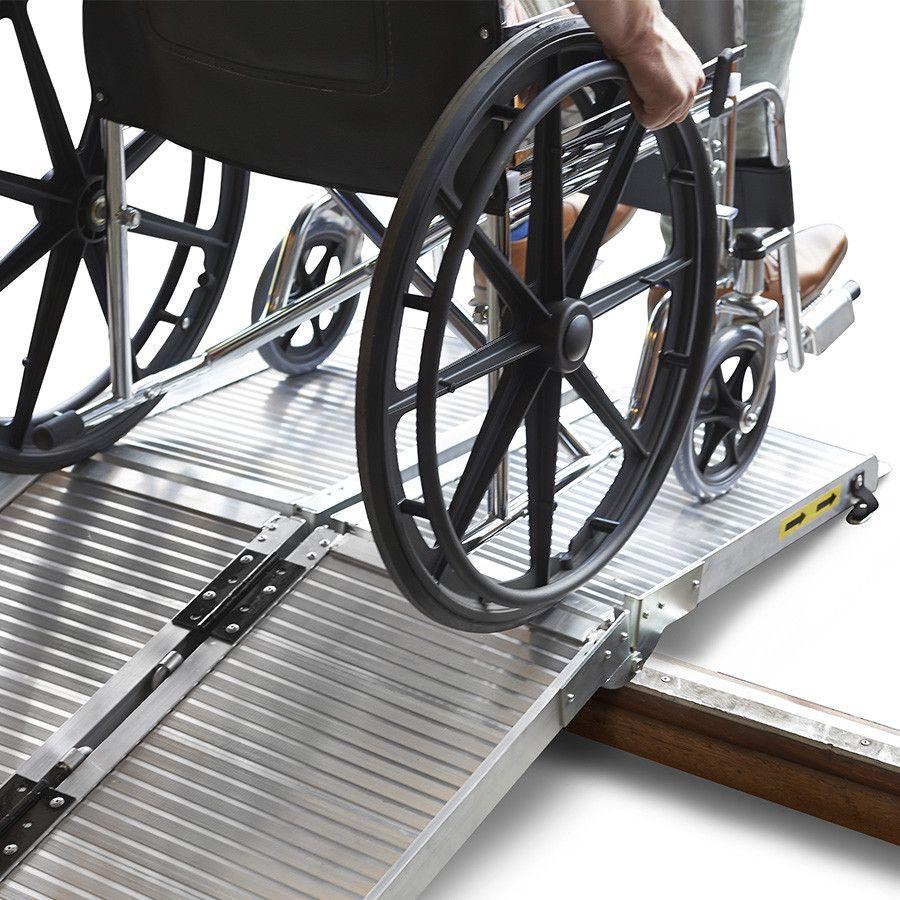 Oprijplaat scootmobiel rolstoel opvouwbaar aluminium rijgoot drempelhelling 1