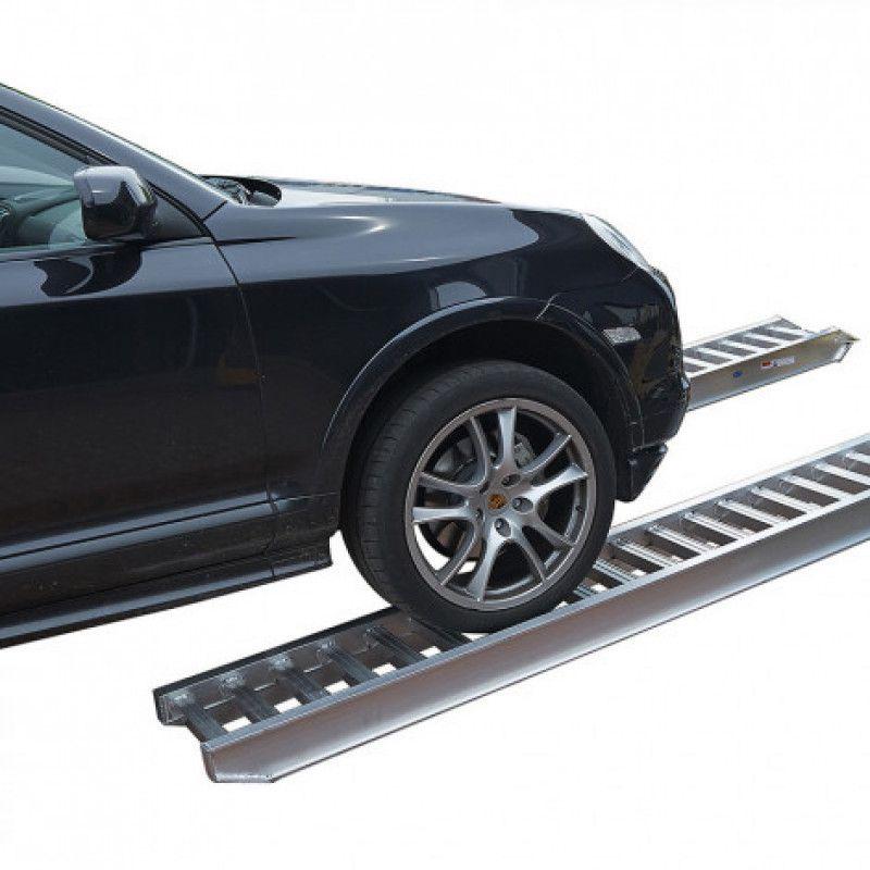 250 cm lange oprijplaat met auto