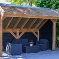 kapschuur met rieten dak