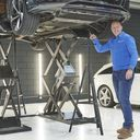 Reparatie voeren aan auto