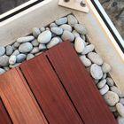 Beach pebbles in combinatie met padouk hardhout