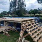 Opbouw vlonder met trap bij een zwembad