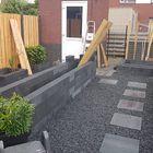 Tuin met terrastegel Grijs/zwart, stapelblokken en split