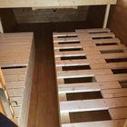 Westernwagen mit ausgeklapptem Einzelbett