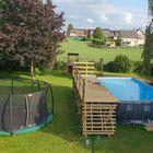 Vlonder constructie bij zwembad van geïmpregneerd grenen hout