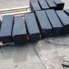 betonpoer met zichtbare beschadiging