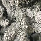 Grote kunstkerstboom sneeuw