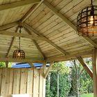 Binnenkant houten prieel