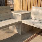 Loungebank vervaardigd uit steigerplanken