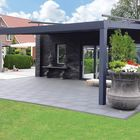 Horeca veranda met glazen dak en grote overspanning aluminium balken