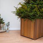 Hardhouten kerstboombak met groene spar