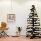 Zwarte kerstboom gouden kerstballen
