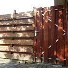 Schuttingdeur hardhout in stalen frame