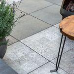 Verschil tussen betontegels en keramische terrastegel
