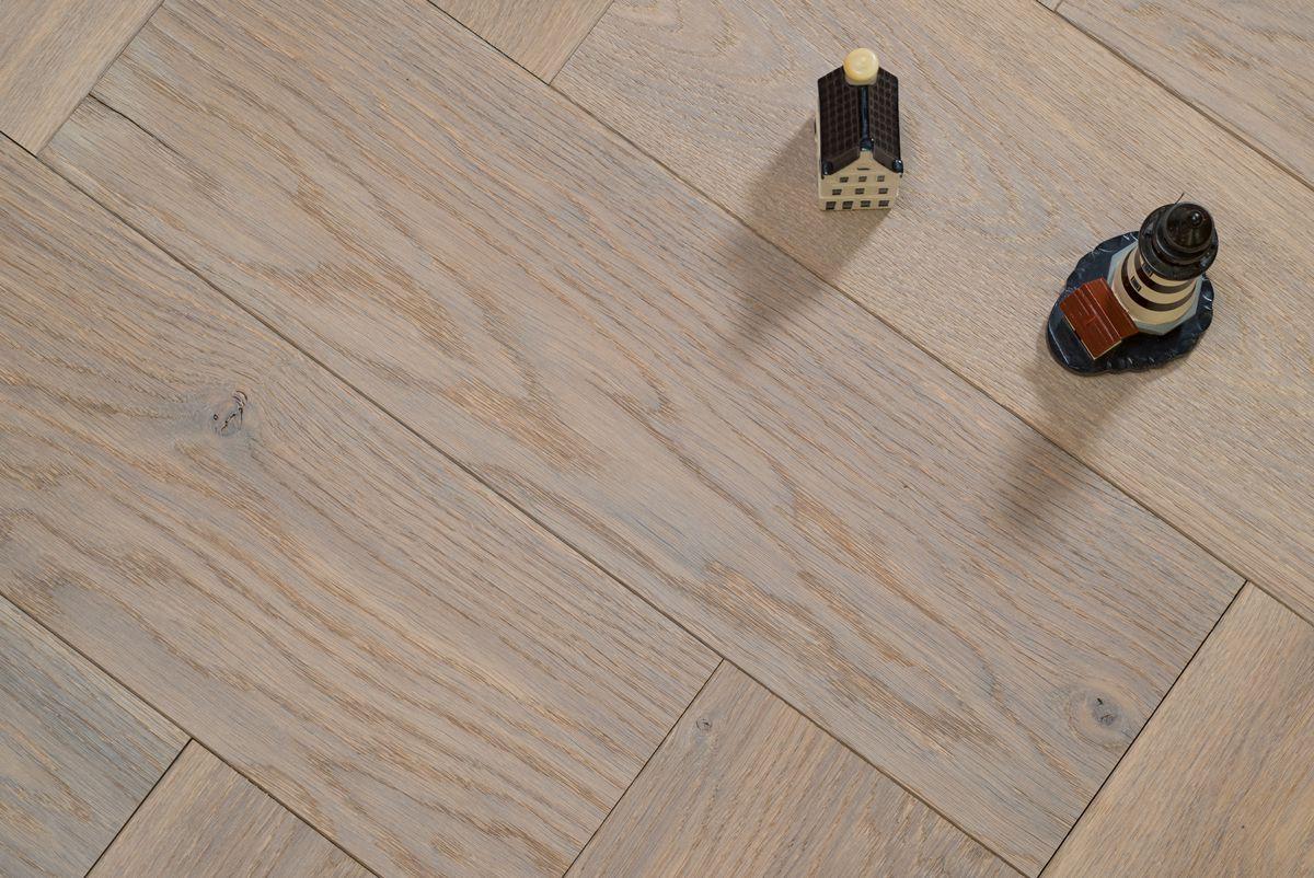 Wit Eiken Parket : Reuze visgraat vloer wit eiken hout gerookt geborsteld cm