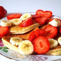 Kwarkpannenkoekjes met aardbei en banaan