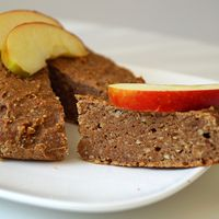 Vegan kaneelcake met appel