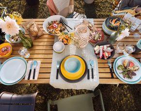 Sommerparty - bunte Must-Haves fürs Feiern im Freien