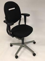 Ahrend 220 Bureaustoel Zwart Refurbished 3D armleuningen