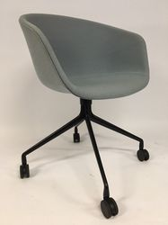 Hay About a Chair AAC25 Licht Blauw