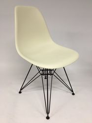 Vitra Eames DSR Plastic Side Chair Wit
