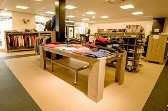 Compleet Kledingwinkel Inventaris Steigerhout