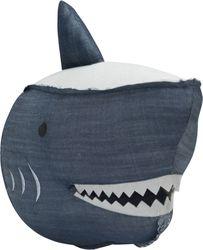 Stapelgoed Muurkussen Shark Deze Stapelgoed Muurkussen Shark Denim is een stijlvol item om aan de muur te hangen maar is ook perfect om mee te knuffelen en te spelen voor je kindje. Dankzij het hoogwaardige materiaal voelt de muurknuffel super zacht en comfortabel. De Stapelgoed Muurkussen Shark is gemaakt van een stoere denim stof. Verder beschikt het muurkussen over een handig lusje waarmee de muurkussen gemakkelijk aan de muur bevestigd kan worden. Eigenschappen - Voorzien van stoere denim stof - Gemaakt van hoogwaardig materiaal - Gemakkelijk aan de muur te bevestigen - Stijlvol accessoire
