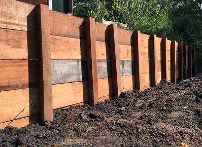 Zelf houten oprit poort maken hoe toeganspoort bouwen for Houten vijverbak maken