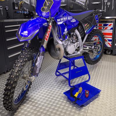 MX stand voor Yamaha blauw