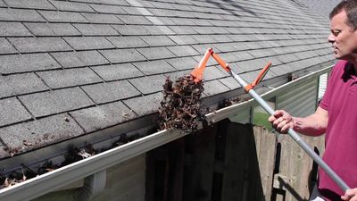 Gereedschap om dakgoot schoon te maken