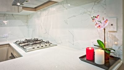Zo laat jij je keukenblad weer stralen, slimme onderhoudstips!