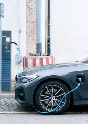 Kun je zelf een laadpaal voor je elektrische auto installeren?