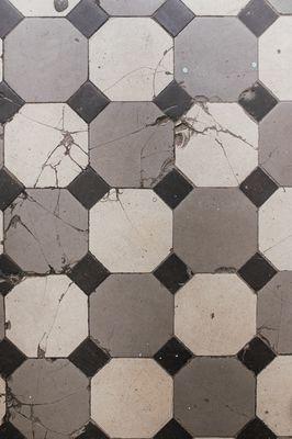 Hoe verwijder je gemakkelijk tegels?