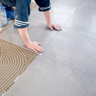 Voorbereiding vloer tegelen