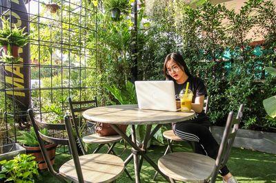 Je tuinmeubelen najaarsproof maken | 7 materialen uitgelegd