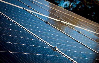 De voor- en nadelen van zonnepanelen zelf plaatsen
