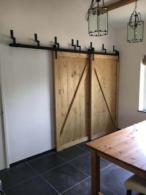 Barndeur-kastenwand-Schuifdeur-wand-Schuifdeuren-voor-elkaar-langs-in-brocante-stijl.jpg