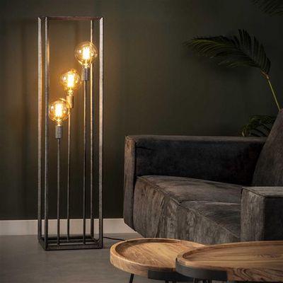 Vloerlamp Friedrichsdorf met slank metalen frame