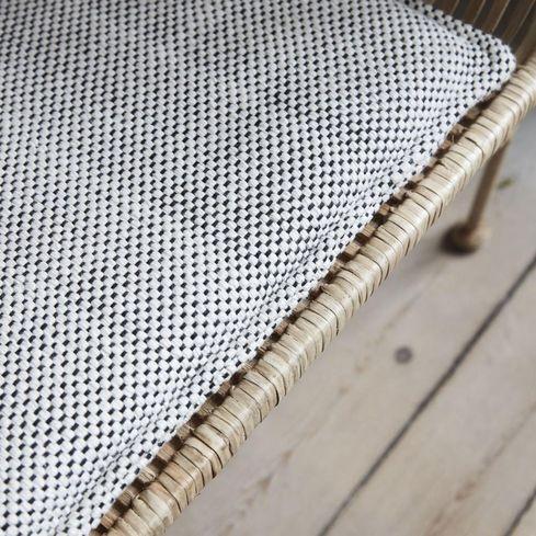 kissen coon 48 x 48 cm schwarz wei house doctor kaufen wohn und. Black Bedroom Furniture Sets. Home Design Ideas