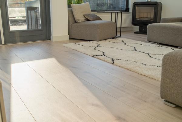 Floer landhuis laminaat extra breed laminaat vloer welke legrichtingen zijn er voor een vloer