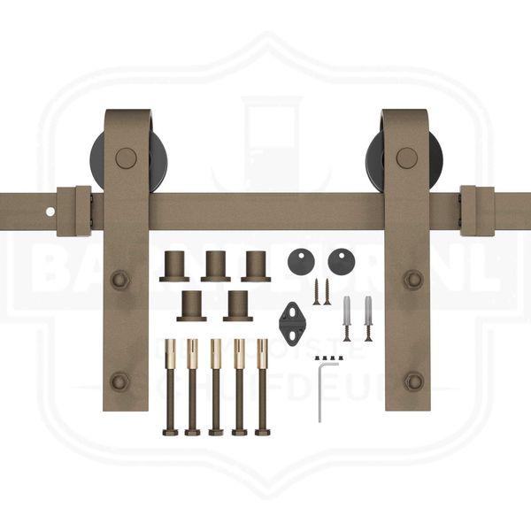 Roest-schuifdeurbeslag-Zelf-een-houten-schuifdeur-maken-met-roestkleurig-schuifdeursysteemen.jpg