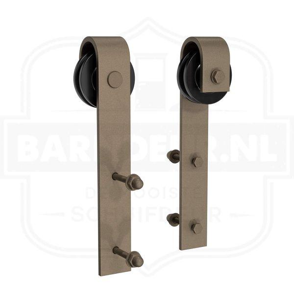 Roestkleurig-schuifdeurbeslag-Zelf-een-houten-schuifdeur-maken-met-roestkleurig-schuifdeursysteem.jpg