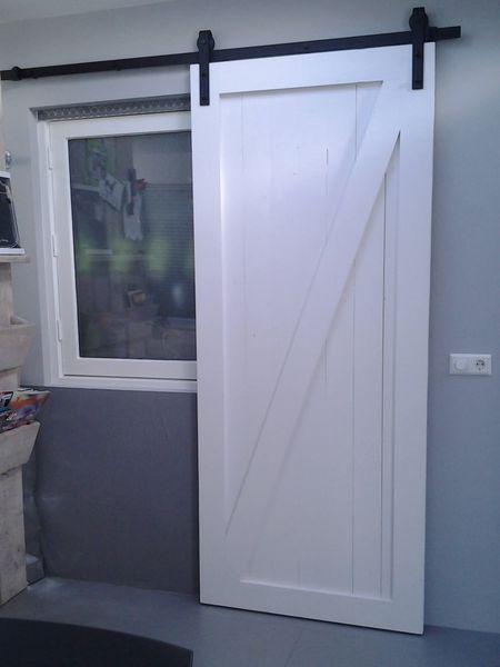 Witte-schuifdeur-vuren-hout-barn-deur-op-maat-gemaakt.jpg