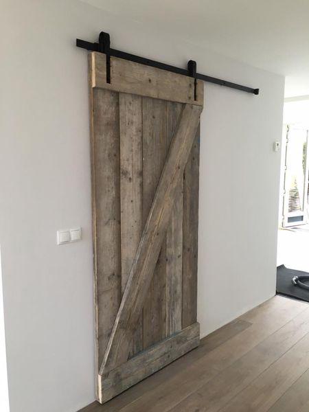 schuifdeurbeslag-barndeur-deurrail-schuifdeur-zelf-maken-hout-steigerhout-gebruikt.jpg