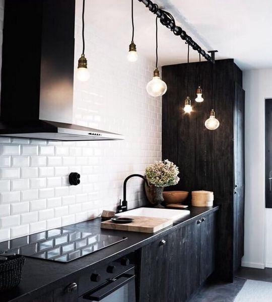 Industriele-keukenlamp-Loftdeur-lightbar-met-robuuste-uitstraling