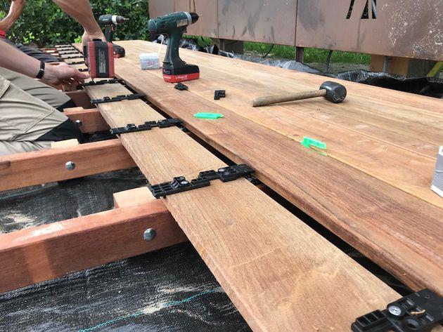 Plank Met Onzichtbare Bevestiging.Vlonderplank Houders Onzichtbare Bevestiging 90 190 Mm Planken