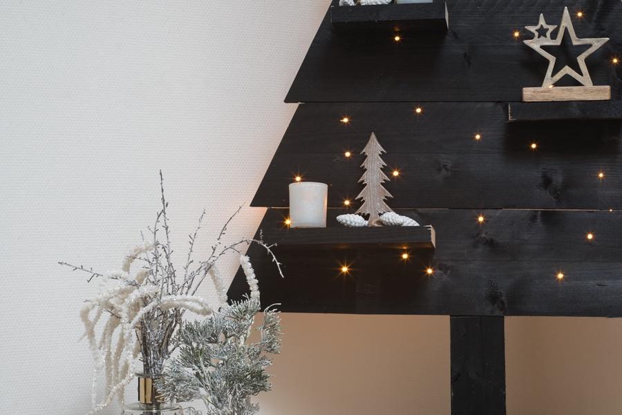 Houten kerstboom met ledverlichting