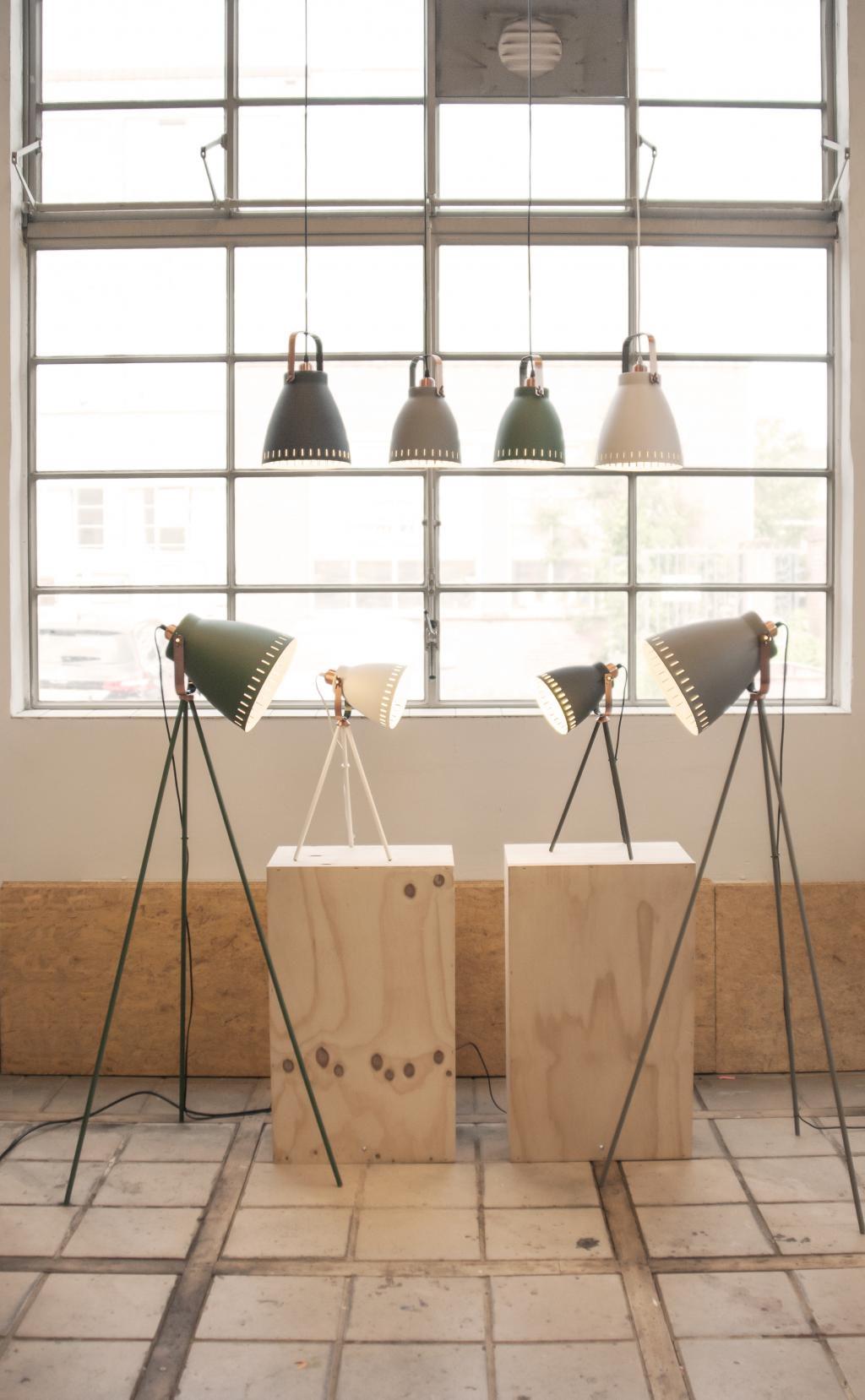 leitmotiv tischlampe mingle tripod schwarz 54 cm e27. Black Bedroom Furniture Sets. Home Design Ideas