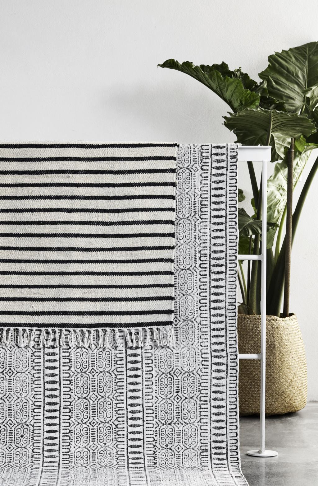 nordal-vloerkleed-stripes-100-katoen-zwart-wit-streep-90x60.jpg
