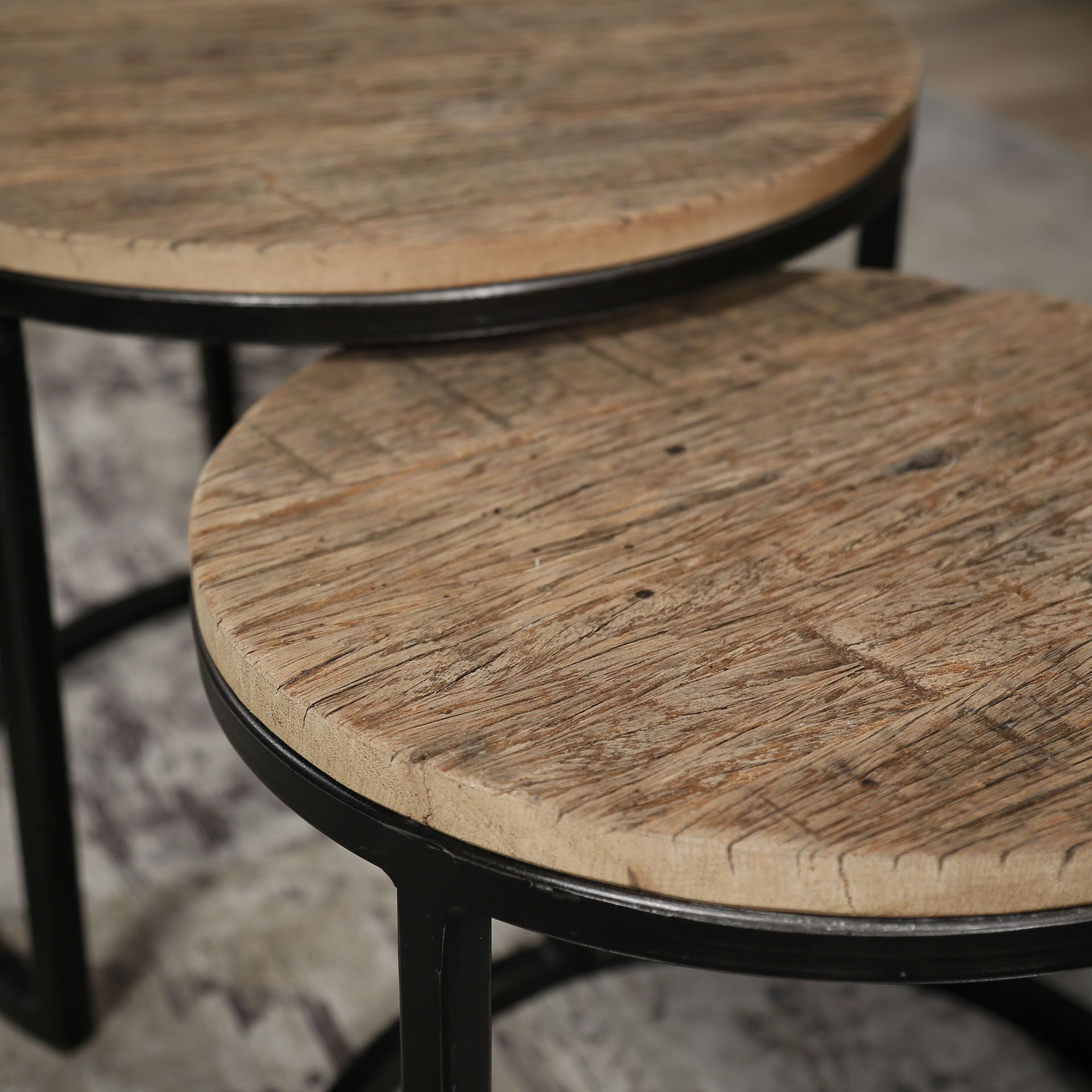 adenau-set-2-bijzettafels-robuust-hardhout-detail